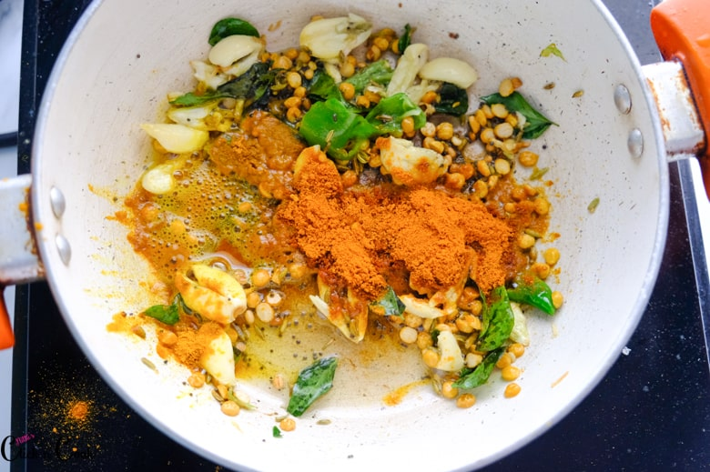 spices and garlic,chilli are in sauce pan