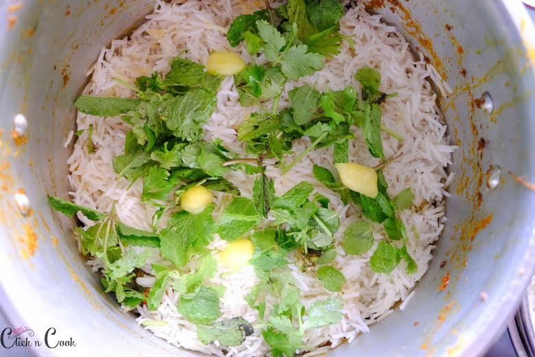 rice and mint leaves are in deep pot