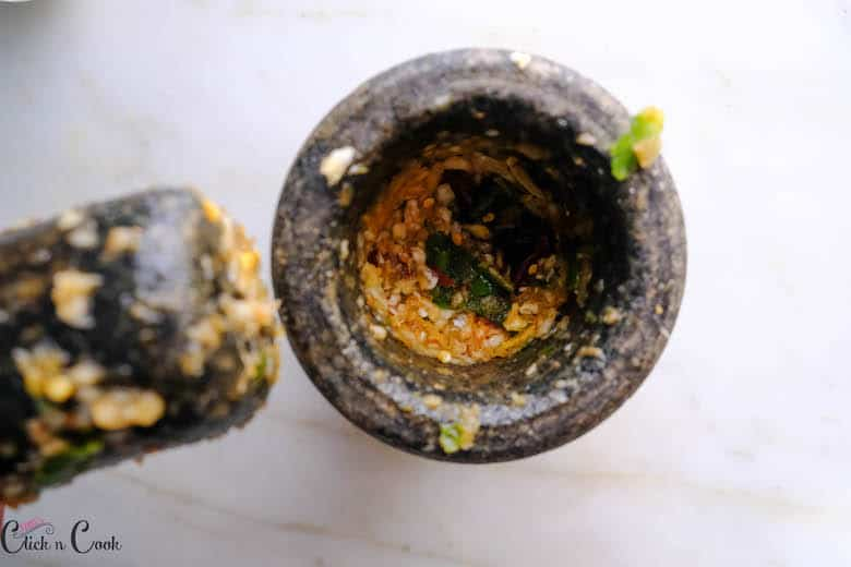 spice crushed in pestle mortar