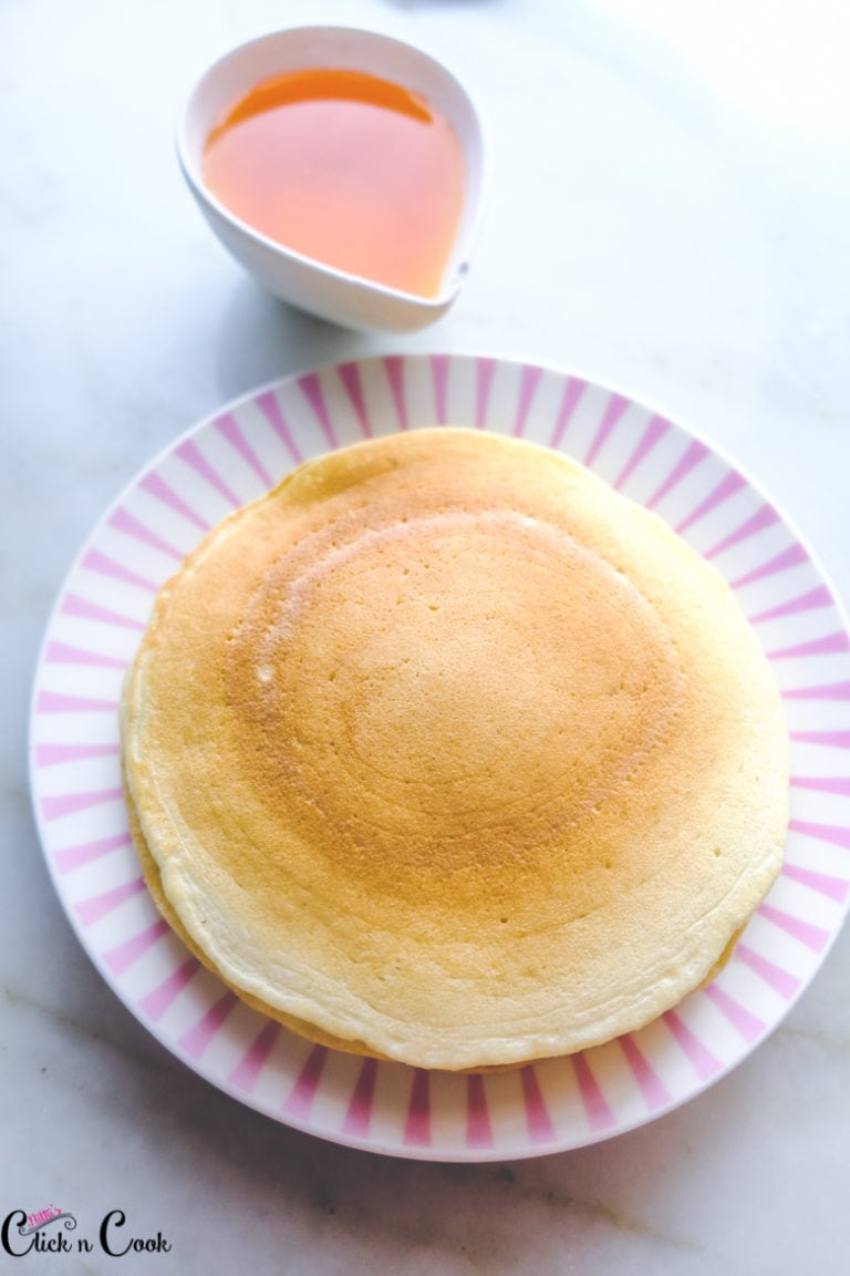 Easy and Fluffy Buttermilk Pancakes