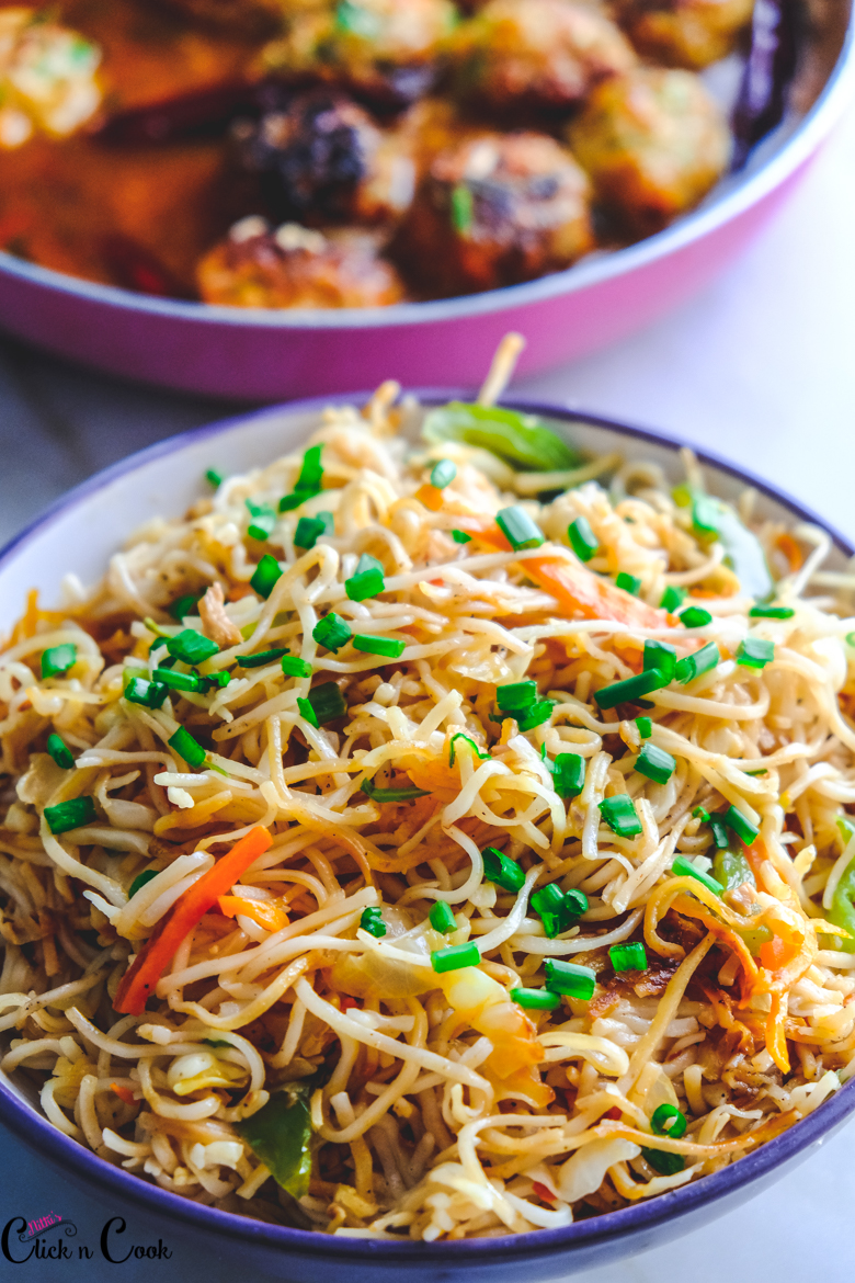 close up shot of Chow mein served in bowl