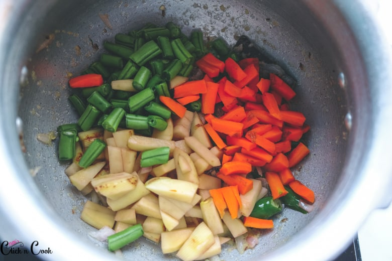 carrot, potato and beans are cooked in deep pot