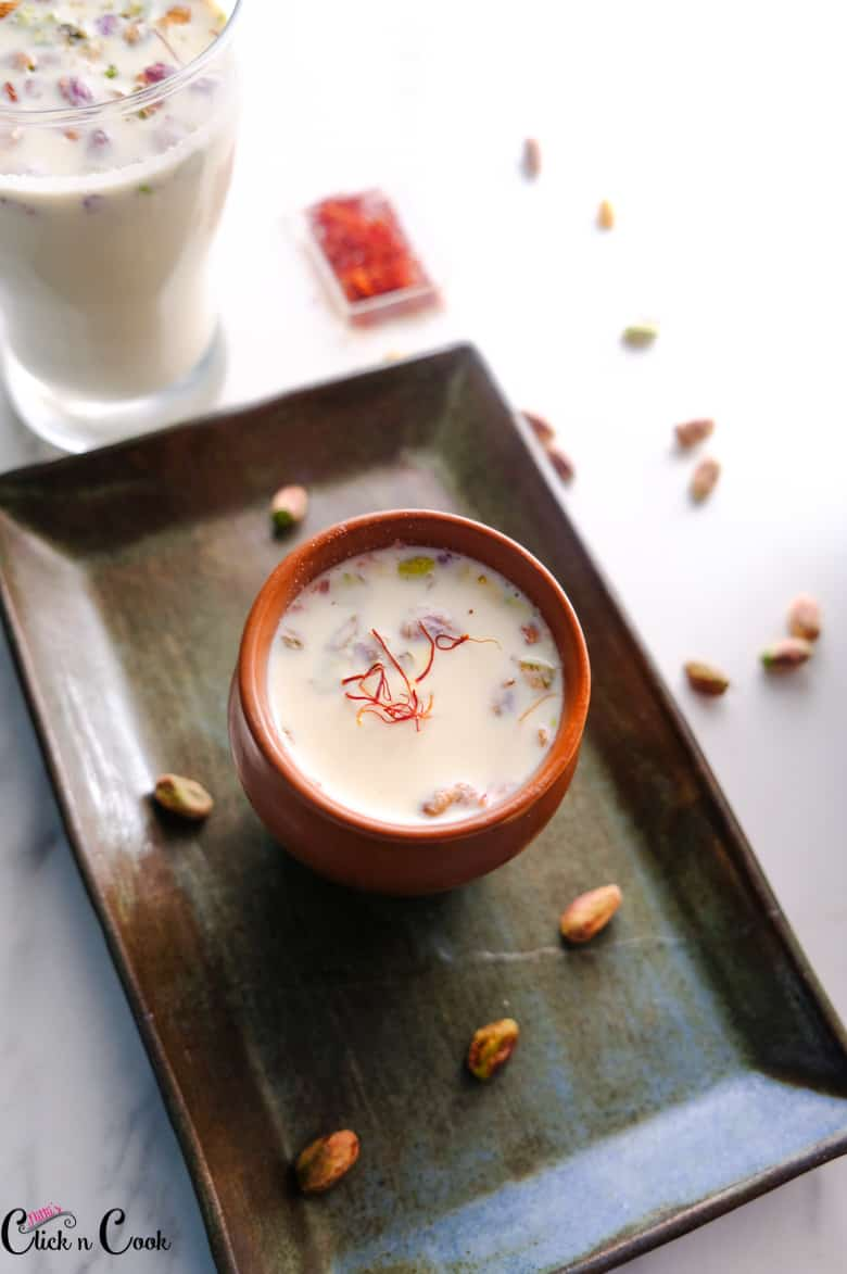 thandai recipe is served in small mud pot