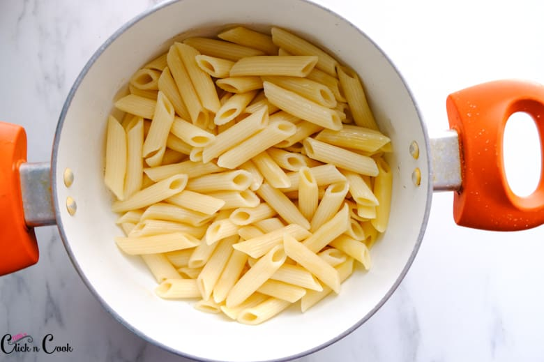 penne pasta in deep pot