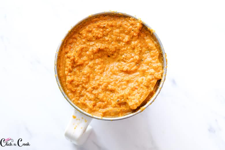 Ground spice puree in the blender